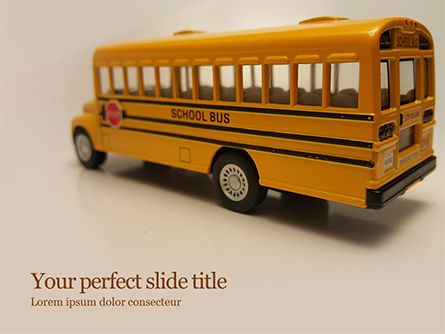 Education & Training: Speelgoed Schoolbus Gratis Powerpoint Template #15736