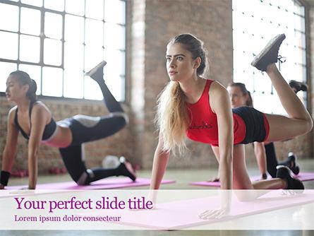 Sports: Mooie Fitness Meisjes Doen Oefening PowerPoint Template #15755