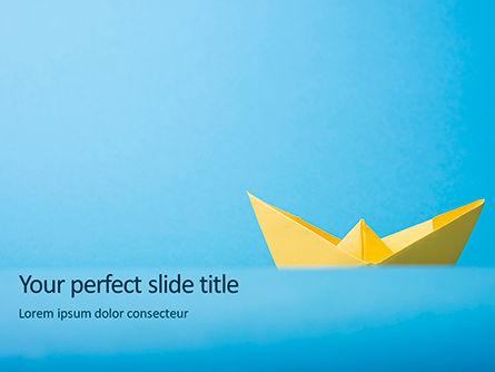 Business Concepts: Origami Papieren Schip In Gele Kleur PowerPoint Template #15870