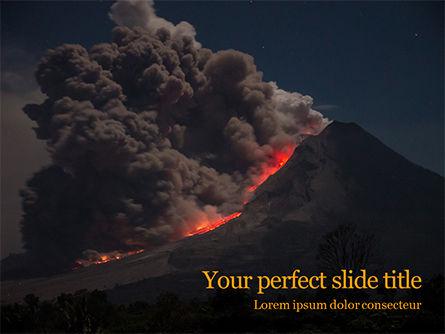 Nature & Environment: Vulkaanuitbarsting Tijdens De Nacht Gratis Powerpoint Template #15875