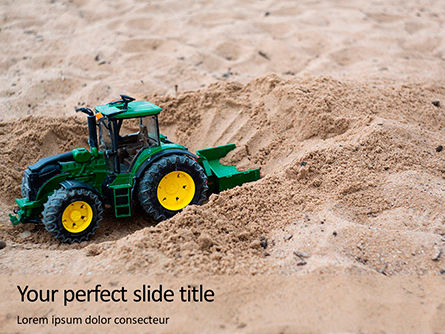 Utilities/Industrial: Speelgoed Tractor In Zand PowerPoint Template #16018