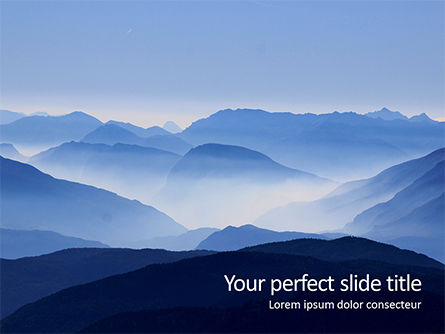 Nature & Environment: Bergpieken In Blauwe Ochtendmist PowerPoint Template #16043