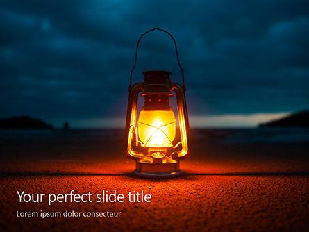Nature & Environment: Plantilla de PowerPoint gratis - lighted kerosene lantern on ground #16273