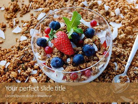 Food & Beverage: bowl of homemade granola with yogurt and fresh berries - 無料PowerPointテンプレート #16274