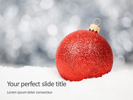 Holiday/Special Occasion: Modelo de PowerPoint Grátis - christmas red bauble on snow #16304