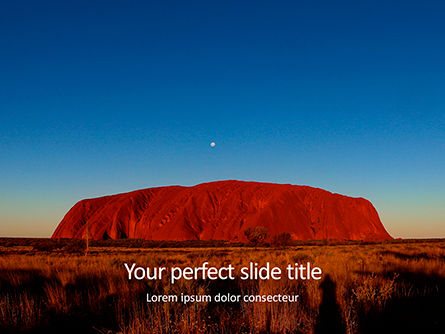 3D: Uluru ayers rock by sunset presentation Kostenlose PowerPoint Vorlage #16571